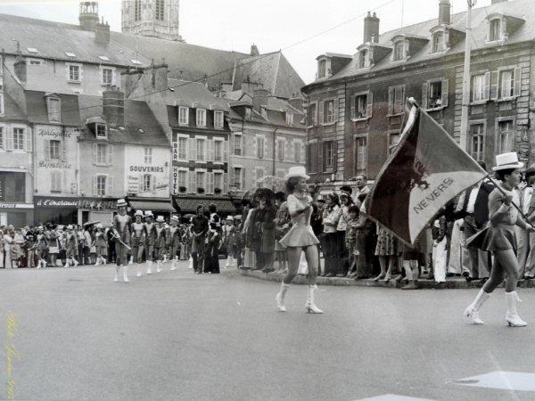 GRAND DEFILE JUIN 1977 (400 Participants)