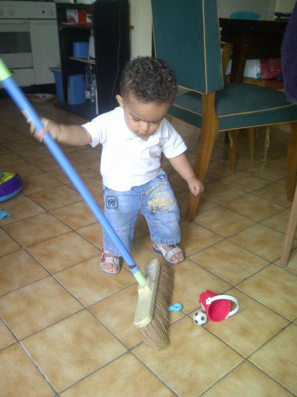 mon petit nono qui fait le ménage lol