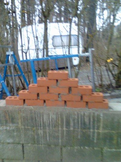 escet avc les profil un mur en briques que j'ai fait en piramide