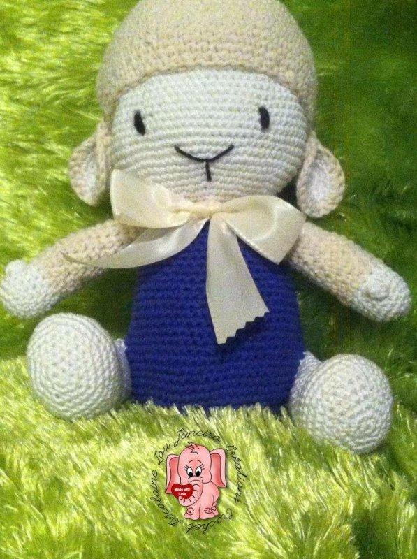 Un mouton en coton réalisé au crochet