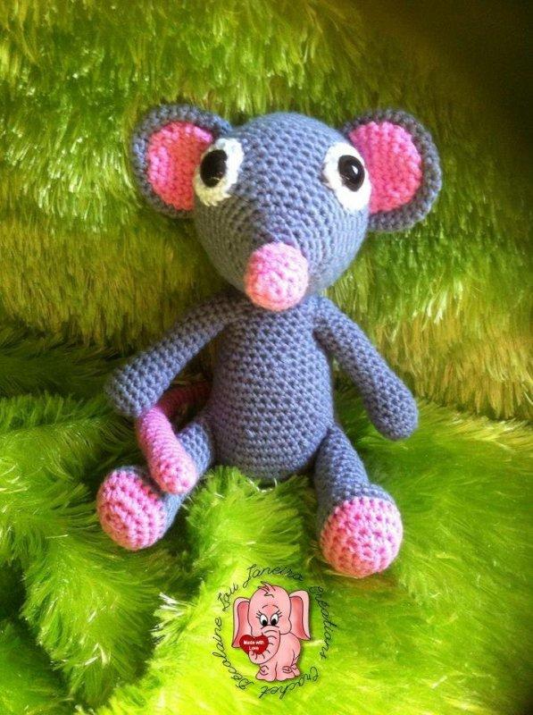 Une souris en coton réalisée au crochet