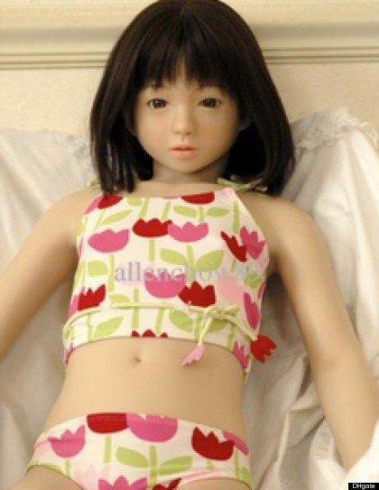 La bambola gonfiabile a forma di bambina