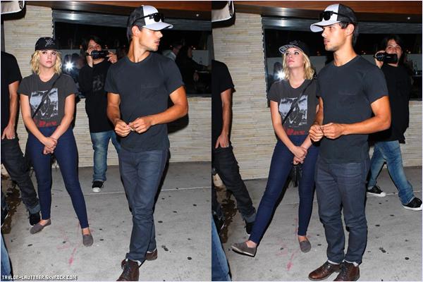 .  09.08.12  Taylor a été vu avec Ashley Benson à Lors Angeles (Californie) au restaurant ''Red O''.   .