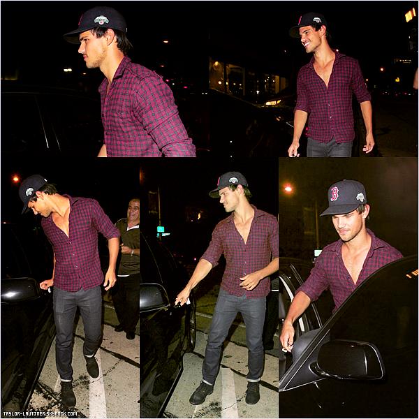 .  30.08.12  Le beau Taylor a été repéré quittant le restaurant ''Craig'' à West d'Hollywood, le soir.   .