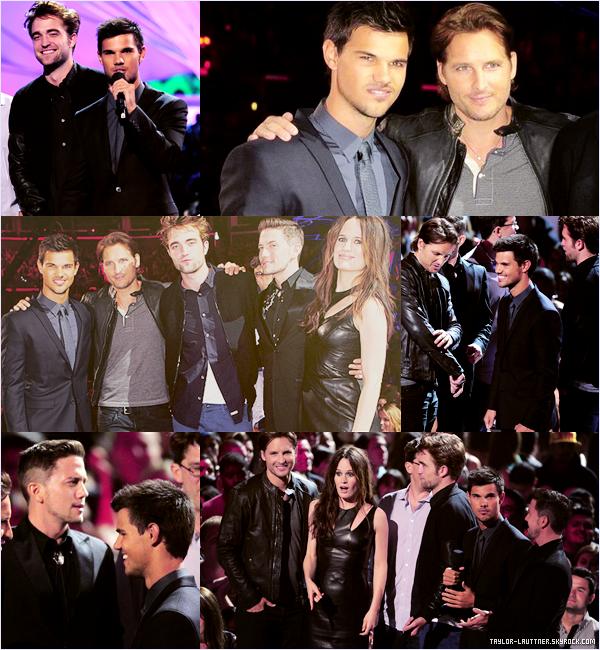 .  06.09.12  Une partie du cast de Twilight était aux MTV Vidéo Music Awards 2012.   .
