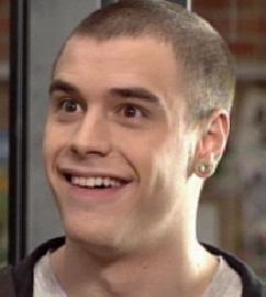 David le beau goss qui sourit a jule parcke kil a dit je ves finir par etre gay ^^