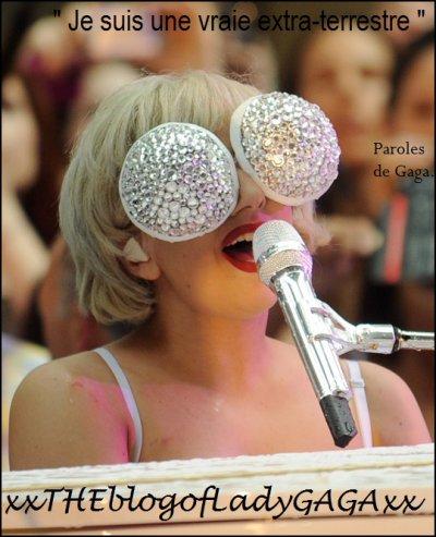 Lady Gaga au piano...