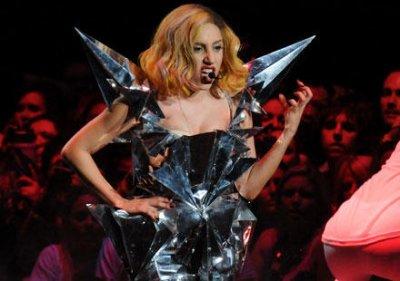Aller au consert de Lady Gaga c aussi voir un défilé de mode !!! La preuve :