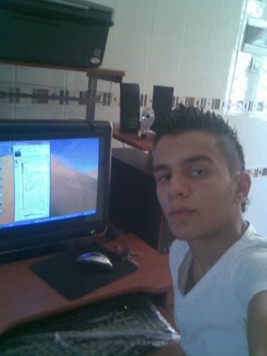 *****salut les fille me voila *****c mourad et je suis algerien qui c vivre dans sa belle vie *********
