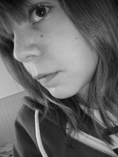 •__Eglantine ___ 14 ans ___ 18 Mars ___ Et c'est tout __!