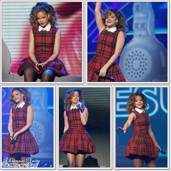 """. 2O Novembre:  : Rihanna était sur le plateau de X-factor mais cette fois à Londres pour performer"""" We Found Love"""" ."""