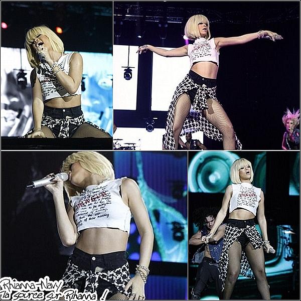 3.12.11 Rihanna performant à l'O2 Arena de Londres hier soir. Retrouvez ci-dessous la setlist de ce mini-concert : - Only Girl (In The World) - S&M - What's My Name ? - California King Bed - Umbrella - We Found Love