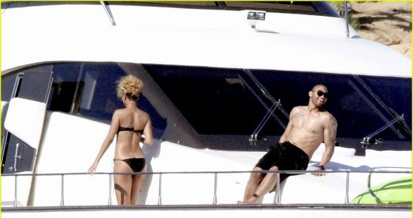 06 Janvier 2010; Rihanna et Matt Kemp sur un yatch sur la mer de Cortez , Alors top ou flop?