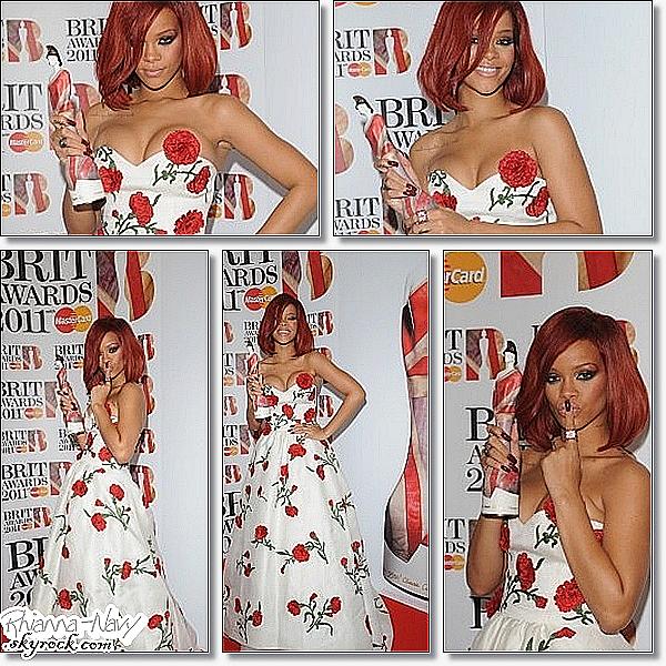 Le 15 Février dernier rihanna étais au  BRIT Awards: Press Room J'adore sa robe, je la trouve trés jolie! sa coiffure aussi sa lui va trés bien, pour moi c'est un gros top! Top ou flop ?