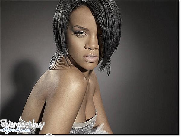 C'est en effet le boys band The Wanted qui a fait appel à la princesse de la Barbade . Après la sortie de leur album Battleground le 4 novembre, le groupe prévoit d'ores et déjà une réédition avec le fameux titre en collaboration avec Rihanna . Ce qui reste néanmoins currieux, c'est que les rumeurs (qui se sont avérées exactes pour le moment) voudraient que la chanteuse ait écrit les paroles de la chanson… Fait étrange sachant que Rihanna ne participe que rarement à l'écriture de ses chansons, excepté pour son album Rated R où chaque chanson portait la patte Rihanna . La suite nous dira si ce duo s'avèrera bon ou non mais pour le moment, Rihanna doit déjà nous donner un clip pour son duo avec Colplay sur Princess of China en plus du clip pour You Da One (que Rihanna sortira le soir de noël). Pensez-vous qu'un tel duo puisse marcher ?