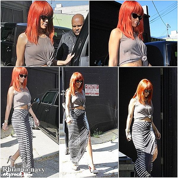 """15 mai 2011;  Rihanna fait du shopping au magasin de lingerie """"Kiki De Montparnasse"""" à Los Angeles, j'adore sa tenue, sa fais simple, j'aimes aussi ses chaussures, mais je n'aimes pas trop ses lunettes,  Top ou flop ? Donne moi ton avis  Ceci est un flashback - Ceci est un flashback - Ceci est un flashback"""