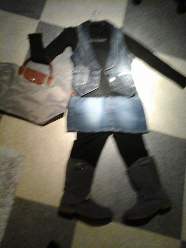 chaussures : jennifer          sac :longchamps       legging : go sport        t shirt :mango     jupe : la halle   veste : guess         voila j adore cette tenue meme si je suis pas souvent en jupe