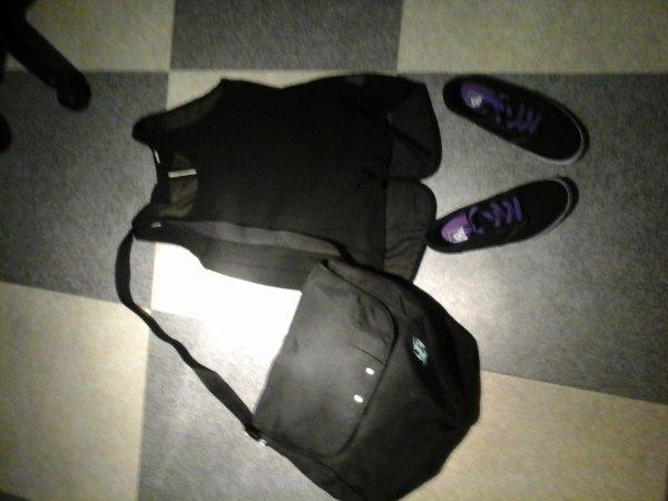 t shirt :jennifer chaussures : vans   sac : sans marque