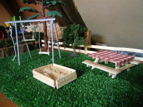 creation  d une balançoire d un bac a sable et d une table de jardin
