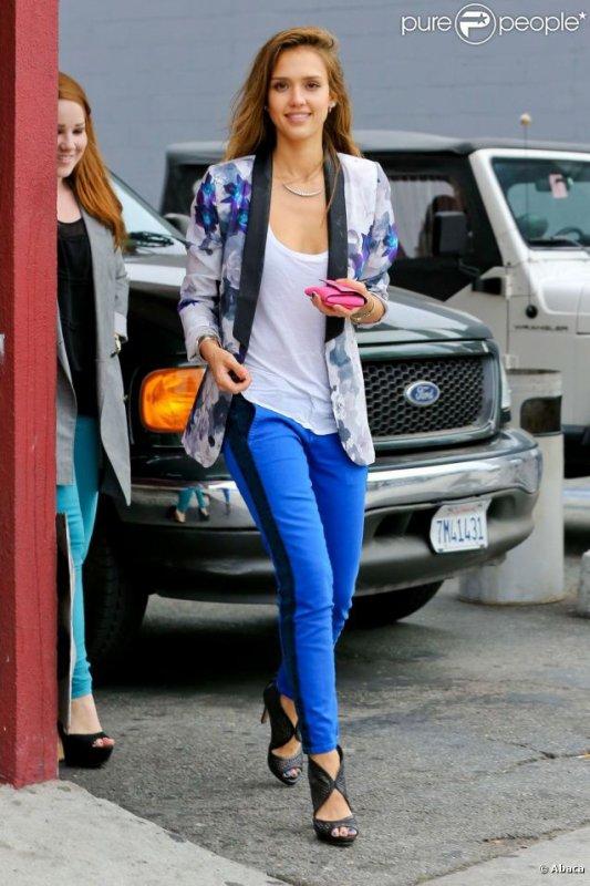 Jessica Alba porte le blazer
