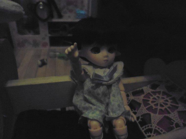 Photo de Emilie de retour a la maison dans sa chambre