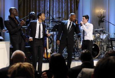 Nick Jonas accompagné de Seal, John Legend et Jamie Foxx