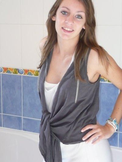 Voici quelques photos de moi datant d'aujourd'hui (9 octobre 2010) :