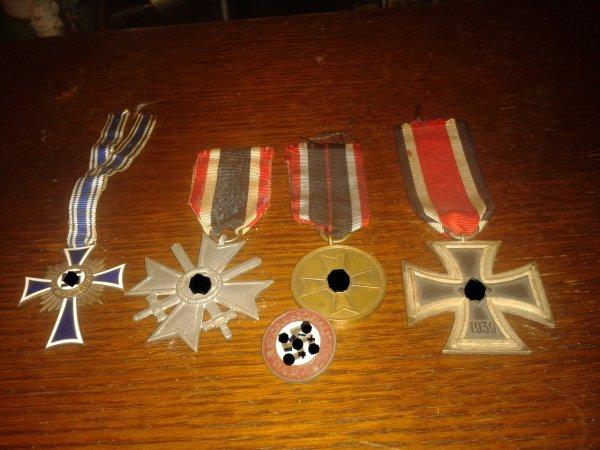 Mes décorations allemande ww2 , + insigne du partie