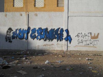 NOT CRIMINAL un graffiti f khater ga3 les graffeurs du maroc li kibeyeeen bli le STREET ART c'est pas un crime NB: les cops ils ont venu 2 fois pour nous faire arreter mais le groupe a reussi a fouir