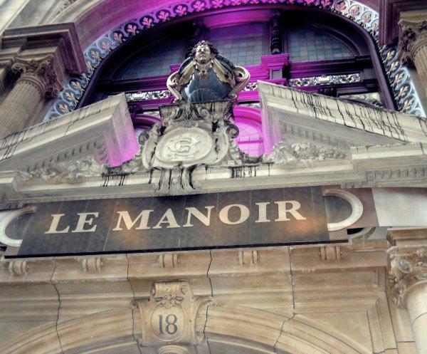 Le Manoir de Paris. C'est un truc de malade. Une bonne maison a visité pour avoir un petit cou de peur =)  pour savoir ou il se trouve je vous le dis par msg.