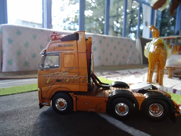 Numéro 47: VOLVO FH 2 GULDAGER EL TORO acheter a mon ami Paul boutique truck polo