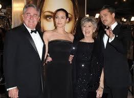 Angelina Jolie recrute ses beaux-parents comme nounous