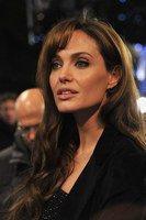 Angelina Jolie fâchée avec sa voix
