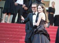 Cannes 2011: la montée des marches d'Angelina Jolie et Brad Pitt