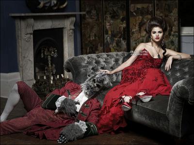 Nouveau photoshoot pour le moins original, de notre belle Selena Gomez !