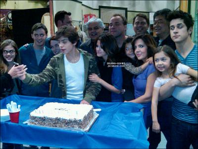 L'anniversaire de Max apres le tournage des Sorciers Des Waverly Place