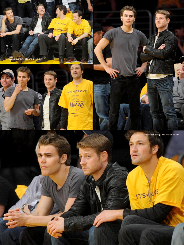 2 Mai 2011Paul était avec ses petits copains au match des Lakers ! Il a l'air tout content; c'est fou ce que le sport peut donner la pèche ! (perso, ça me fatigue plus qu'autre chose..)     %)
