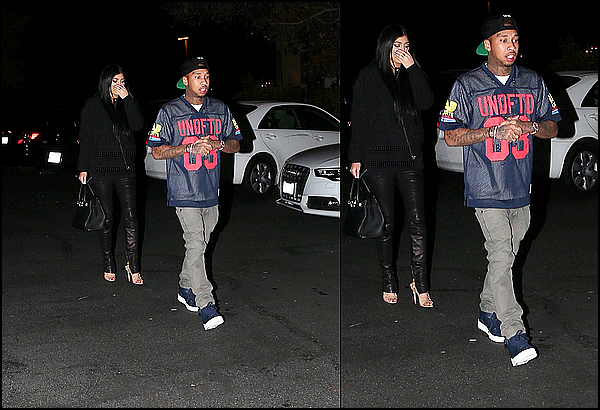 *2/01/15 - Kylie s'est promenée dans Calabasas accompagnée de Tyga. Kylie était encore une fois vêtue de noir. Elle portait un pantalon avec une fermeture éclair ouverte sur ses escarpins accompagné d'un haut simple noir. Des avis sur cette tenue ? *