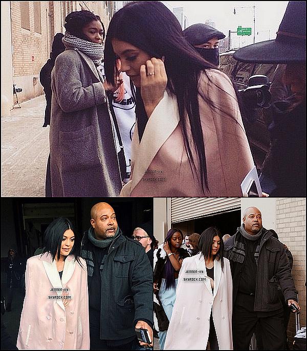 *16/02/15 - Kylie a été vue arrivant, assistant et quittant le 3.1 Philip Lim fashion show à New-York. On retrouve ici une Kylie magnifique, j'aime beaucoup ce long manteau rose. Des avis ? *