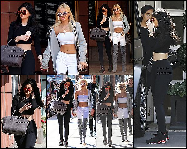 *28/05/15 - Kylizzle a été aperçue dans West Hollywood en compagnie de son amie Pia Mia. Kylie était vêtue d'un legging et d'un crop top ainsi que des Jordan pour couronner cette tenue. J'aime bien personnellement, ça reste simple.*
