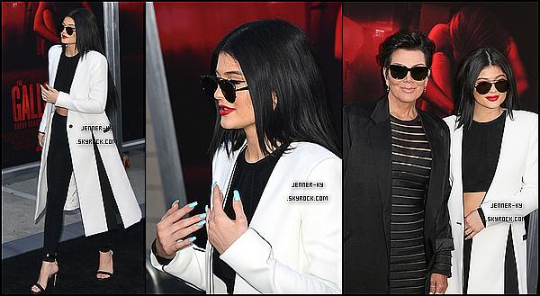 *07/07/15 - Kylie était présente à la première de The Gallows à Los Angeles. C'est une Kylie très féminine et femme que nous retrouvons sur cet event. Je suis totalement fan de ce qu'elle porte et je la trouve splendide !*