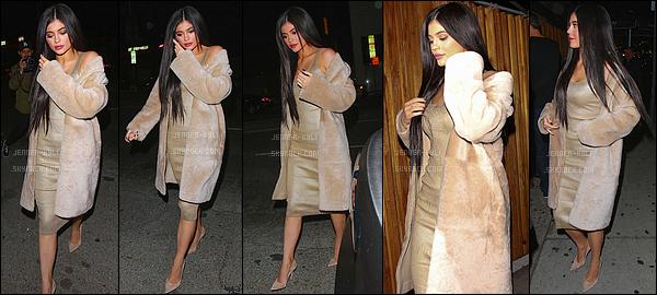 02/04/2016 : Kylie a été vue arrivant au Nice Guy. - West HollywoodKylie, plus jolie que jamais, a été aperçue vêtue de beige. J'adore ses jolis longs cheveux, je la trouve totalement splendide !