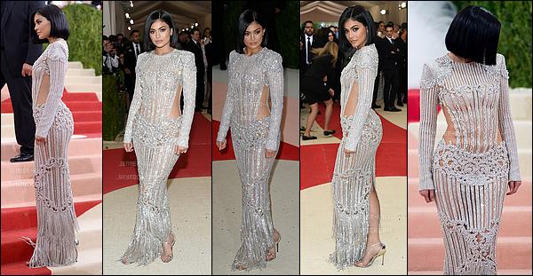 02/05/2016 : Kylie a été vue arrivant au Costume Institute Gala BALMAIN After-Party. - NYCKylie est totalement magnifique lors de cet event. Je la trouve fabuleuse, le carré lui va vraiment à ravir. Bref j'accorde un beau top!