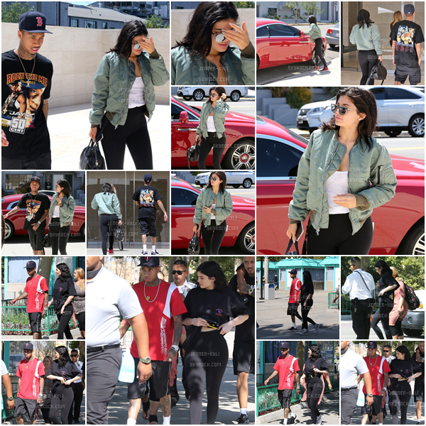 "19/07/2016 : Kylie Jenner était aux Milk Studios avec Tyga. - Beverly HillsLe 24/07, Kylie s'est rendue dans un parc d'attraction ""Six Flags Magic Moutain"" toujours en compagnie de Tyga, son chéri."