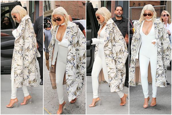 07/09/2016 : Kylie Jenner a été vue se baladant dans les rues. - New-YorkLa jolie Kylie a ensuite été vue quittant le Samsung Store toujours à New-York, accompagnée de Tyga son chéri.