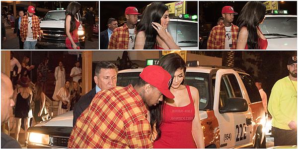 28/11/2016 : Kylie Jenner a été vue quittant le magasin Maxfield. - West HollywoodKylie se cache sur ce candid. Elle est toute vêtue de noir, sa tenue est assez basique. J'accorde un bof, rien d'exceptionnel.