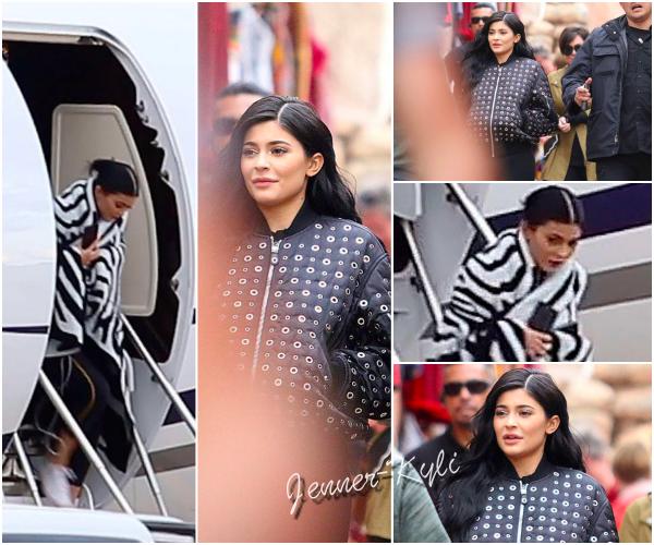 *12/05/17 - Kylie a été vue habillée en tenue de sport au Pérou. C'est une tenue de sport donc difficile de juger celle-ci. Cependant, Kylie a l'air magnifique. J'accorde un beau TOP !*