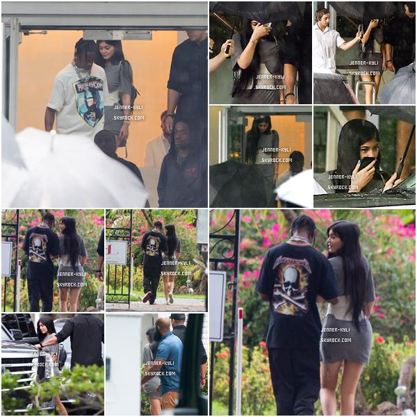 *06/06/17 - Kylie a été vue avec son chéri Travis Scott à Miami Flinga Licking, à Miami. Kylie est magnifique sur ce candid même si la demoiselle se cache comme à son habitude. Kylie et Travis sont devenus inséparables!*