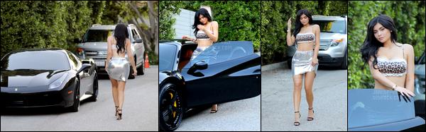 *18/07/17 - Kylie a été photographiée alors qu'elle quittait la maison d'une amie à Beverly Hills. Je vous laisse également découvrir deux clichés du shoot de Kylie et Kendall pour la collection Revolve x Kendall & Kylie.*