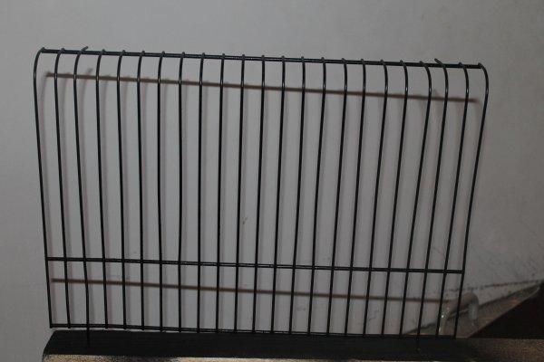 voila le grille de cage explusion remise en couleur